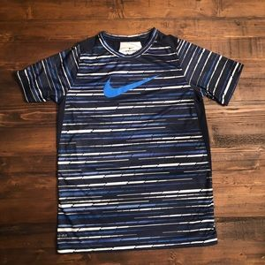 Nike Shirts & Tops - Nike active tee